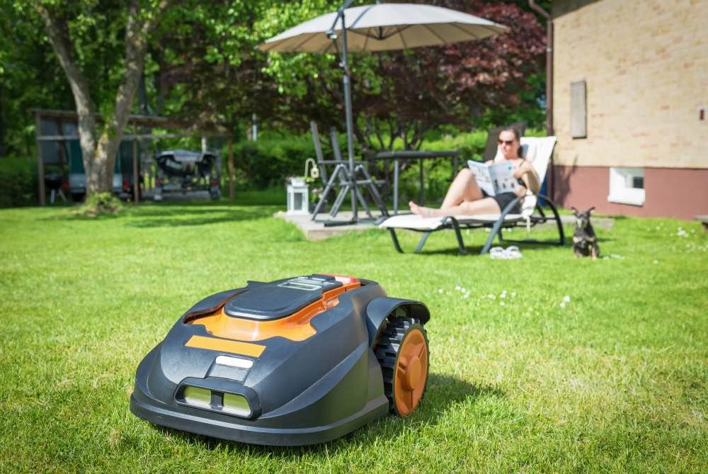 Een robot grasmaaier in uw tuin