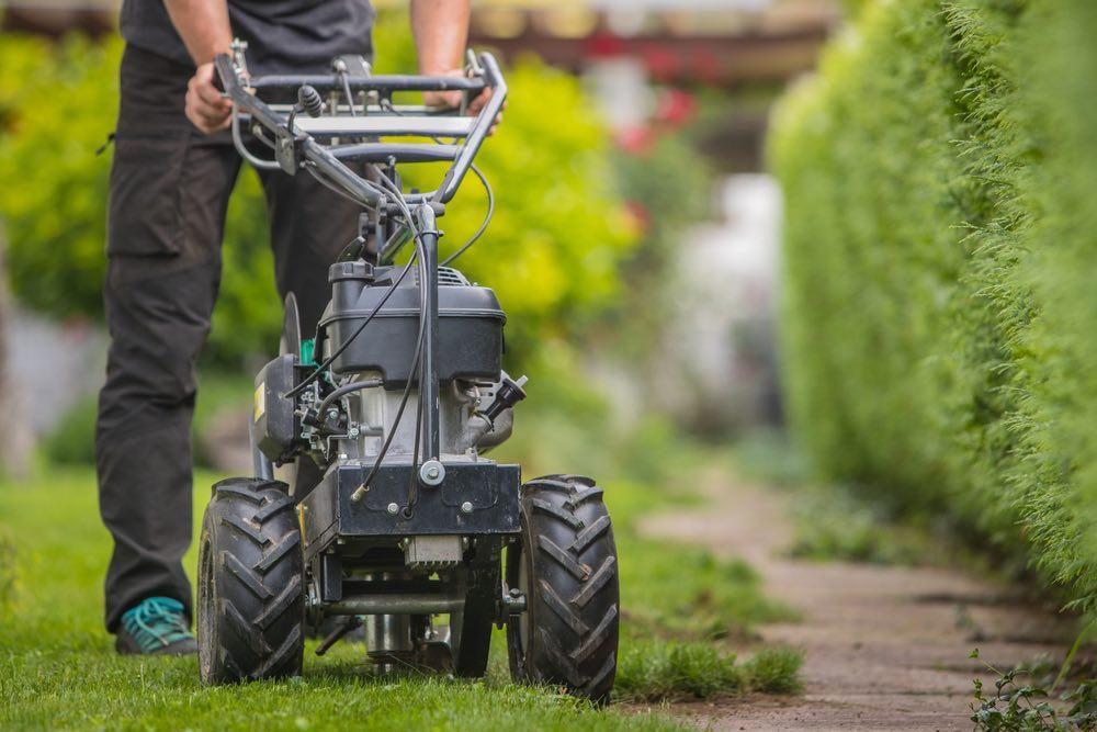 Grensdraad in gazon leggen voor robot grasmaaiers